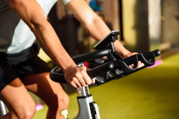 hands man training gym doing cyclo indoor 1139 1715 1